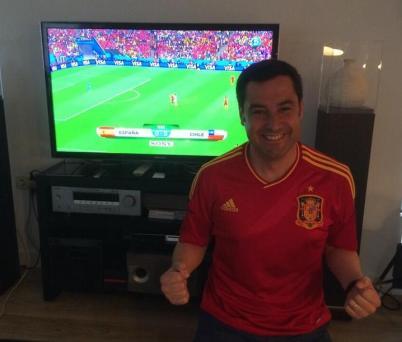 Juan Manuel Moreno Bonilla con la camiseta de España en su Twitter