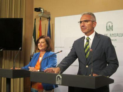Consejera de Igualdad, María José Sánchez Rubio, y portavoz del Gobierno de Andalucía, Miguel Ángel Vázquez,27 agosto 2015